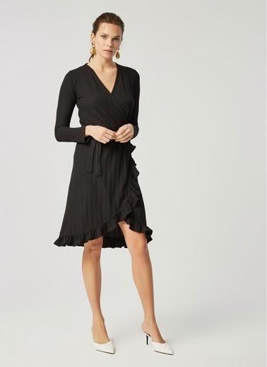 Monamoda Anvelop Kapama Fırfırlı Petek Dokulu Elbise Siyah